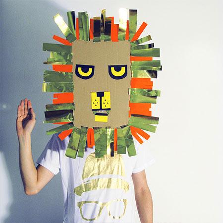 Máscara De Papelão Usado Arte Reciclada
